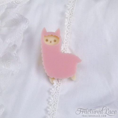alpaca facing left pink